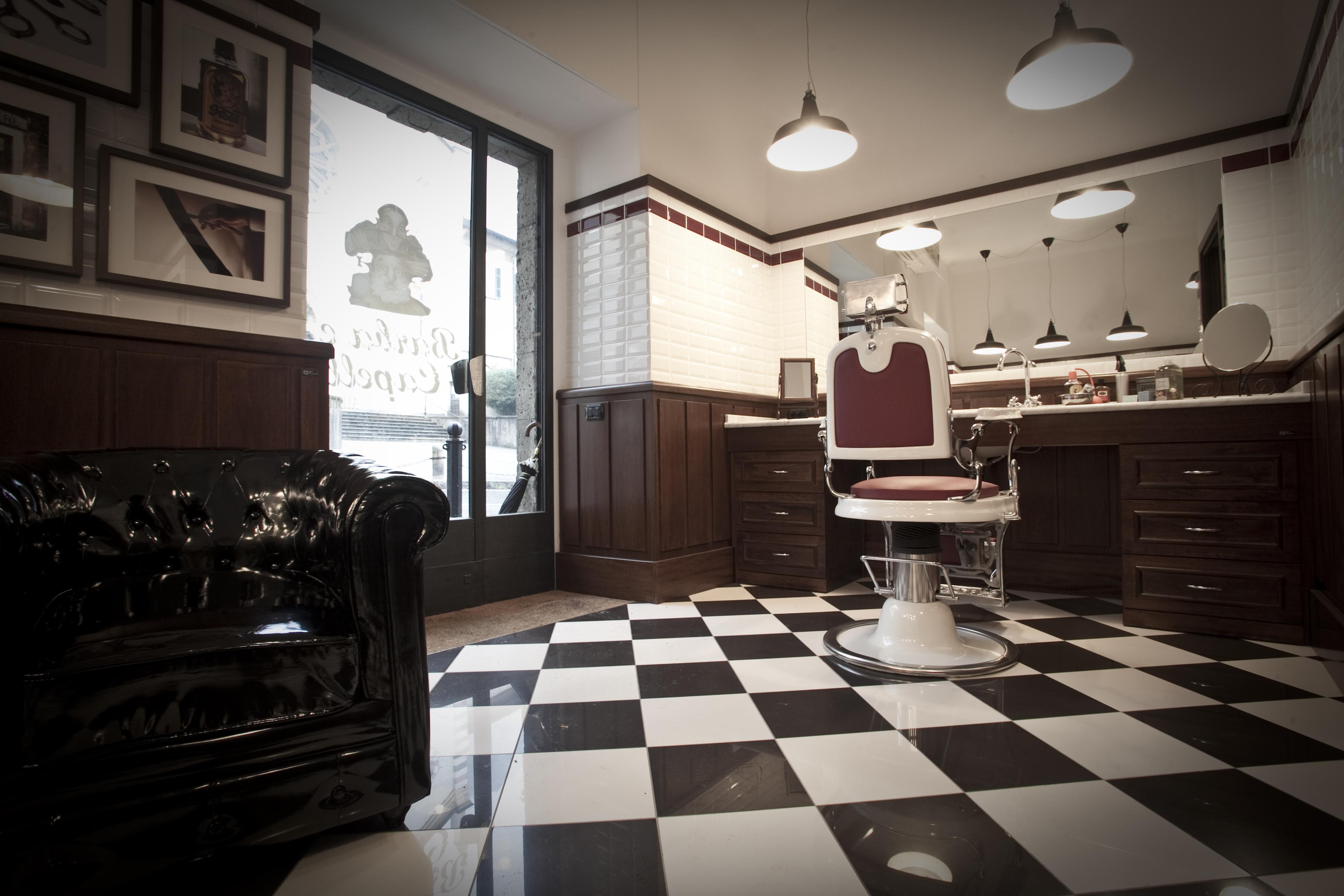 Arredamento per negozi barbiere alberto como mativa for Arredamento barbiere